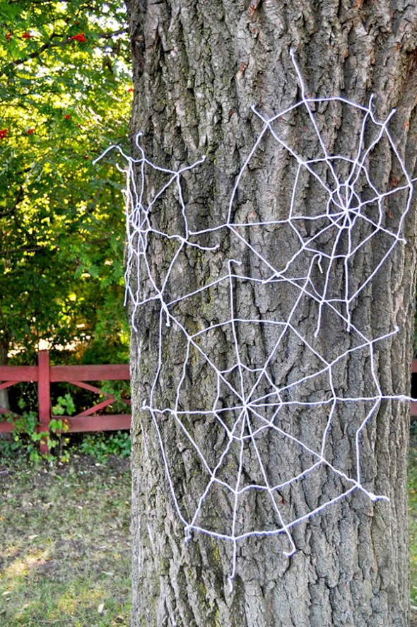 Yarn Spiderwebs DIY
